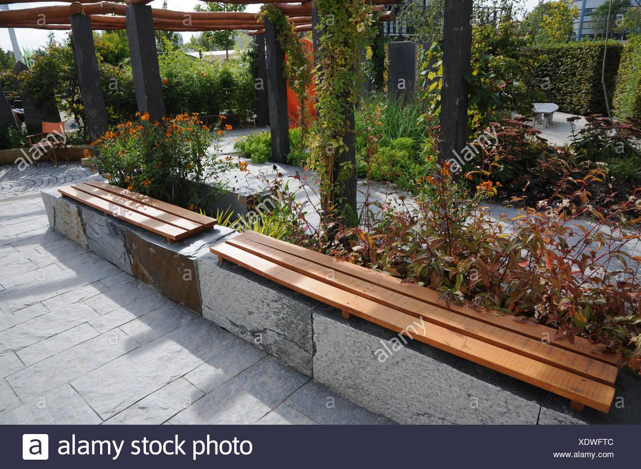 Full Size of Sitzbank Holz Garten Mit Aus Stein Und Gemacht Stockfoto Schaukelstuhl Trampolin Relaxsessel Pavillion Bett Ausziehtisch Klapptisch Whirlpool Relaxliege Wohnzimmer Sitzbank Holz Garten
