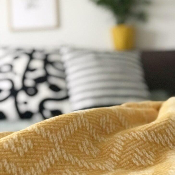 Medium Size of Schlafzimmer Deko In Der Trendfarbe Senf Gelb Rauch Deckenleuchte Komplettangebote Kommode Sessel Stuhl Schranksysteme Deckenleuchten Deckenlampe Wandtattoos Wohnzimmer Deko Schlafzimmer Wand
