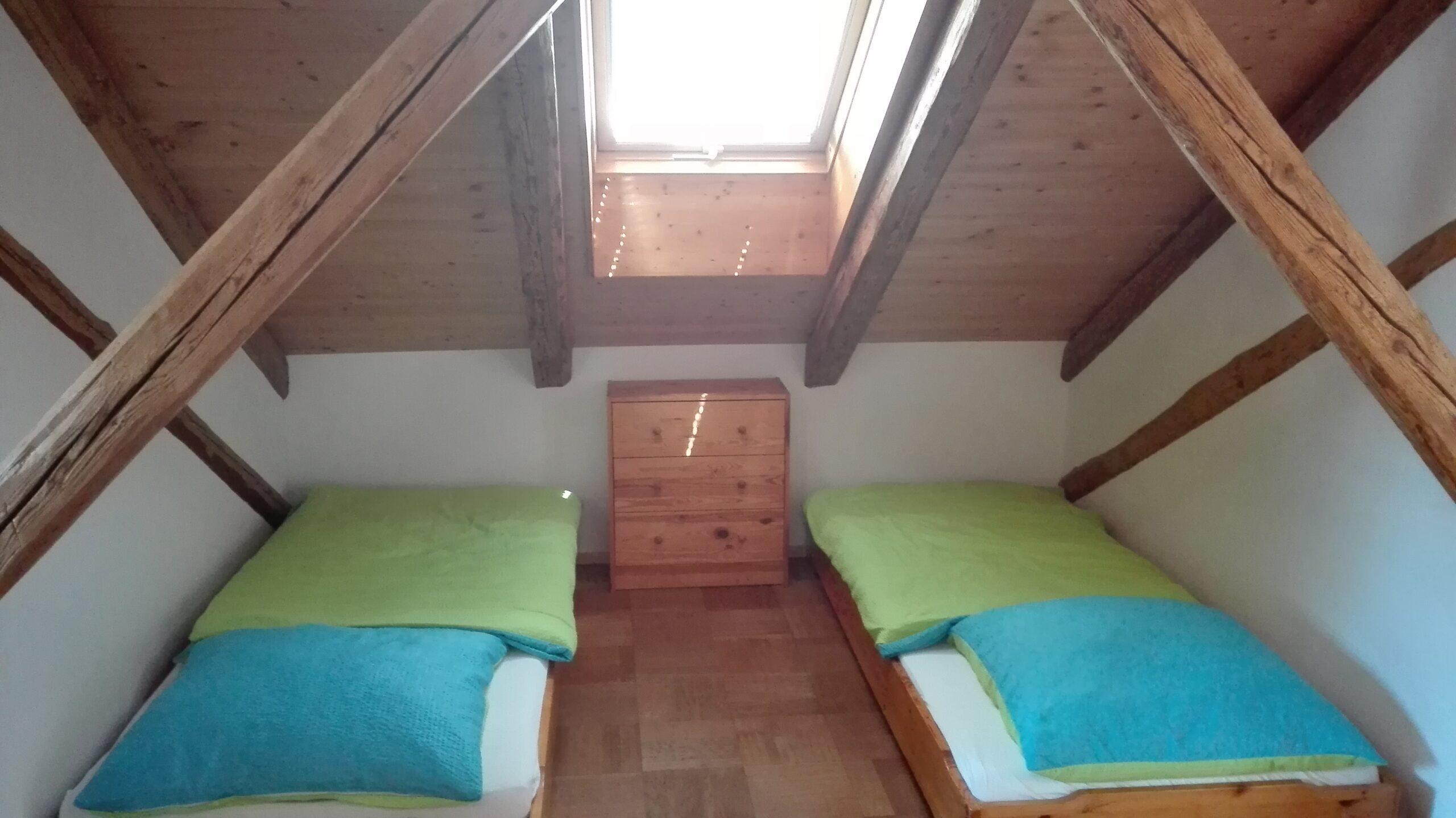 Full Size of Bett Mit Aufbewahrung Wasser Flach Einzelbett Schramm Betten 160x200 Ikea Matratze Und Lattenrost 140x200 Stauraum 1 40x2 00 Breite Billerbeck Tagesdecke Wohnzimmer Bett 1 20 Breit