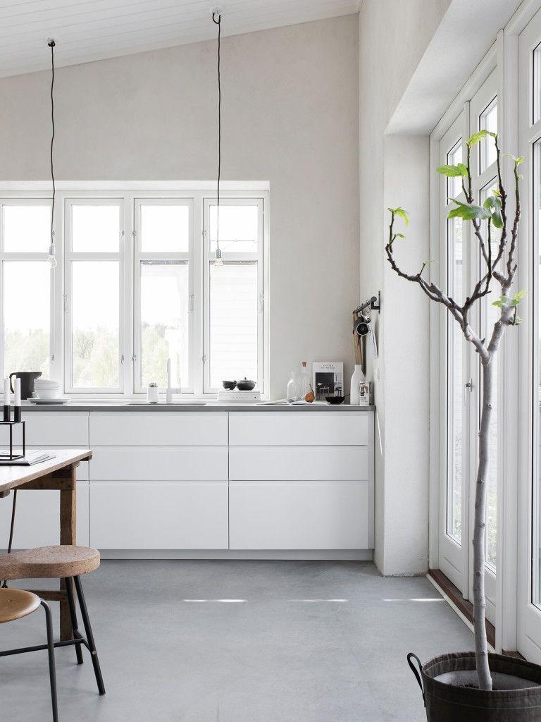 Full Size of Keuken Ikea Veddinge Minimalistische Eine Weie Kche Mit Voxtorp Bodenbeläge Küche Hängeschränke Stehhilfe Eckschrank Hängeregal Kaufen Elektrogeräten Wohnzimmer Ikea Küche Voxtorp Grau