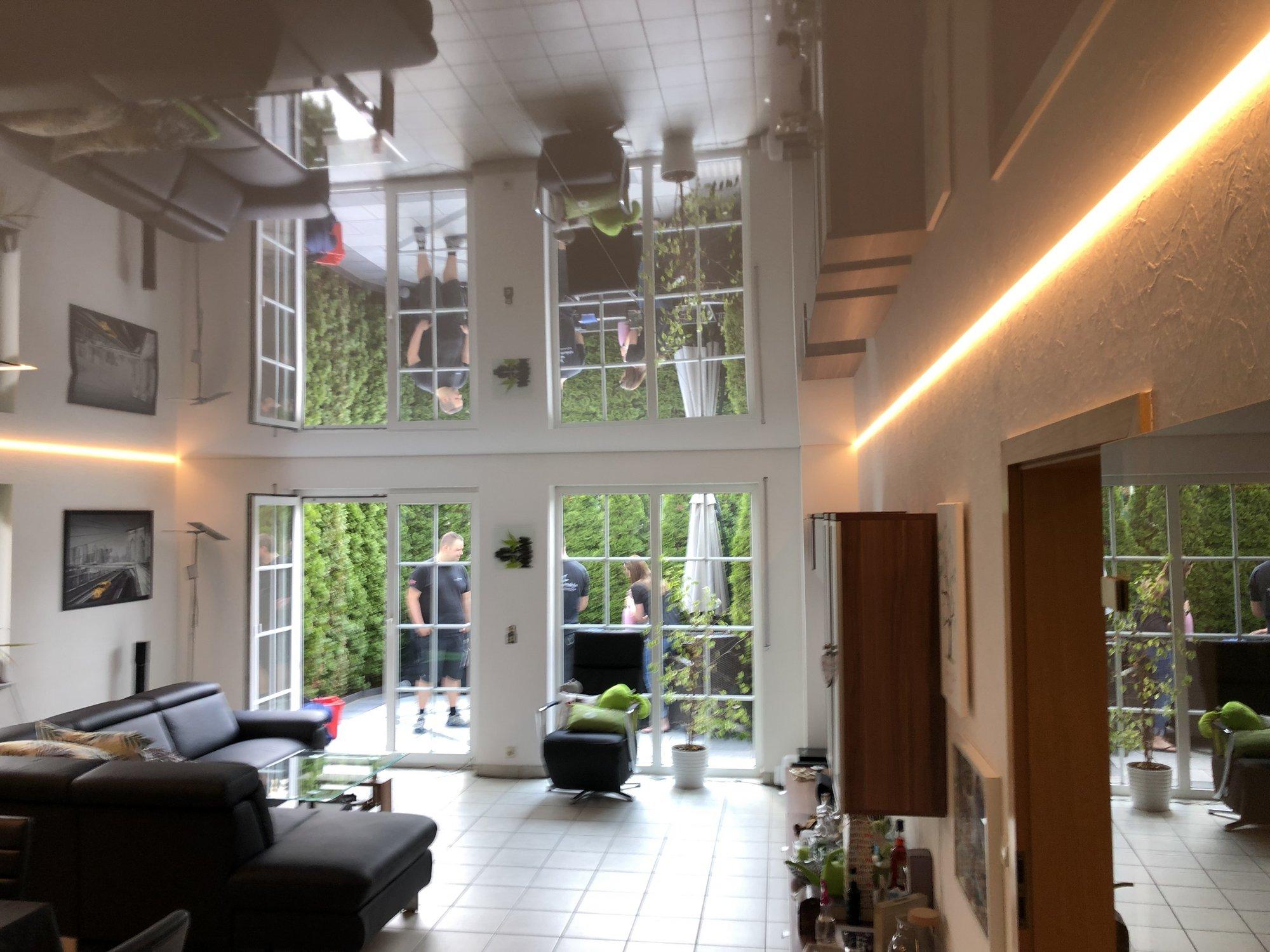 Full Size of Wohnzimmer Led Einrichten Ledersofa Lampe Amazon Modern Beleuchtung Farbwechsel Spanndecke Cbspanndecken Tapeten Ideen Sofa Grau Leder Deckenleuchte Poster Wohnzimmer Wohnzimmer Led