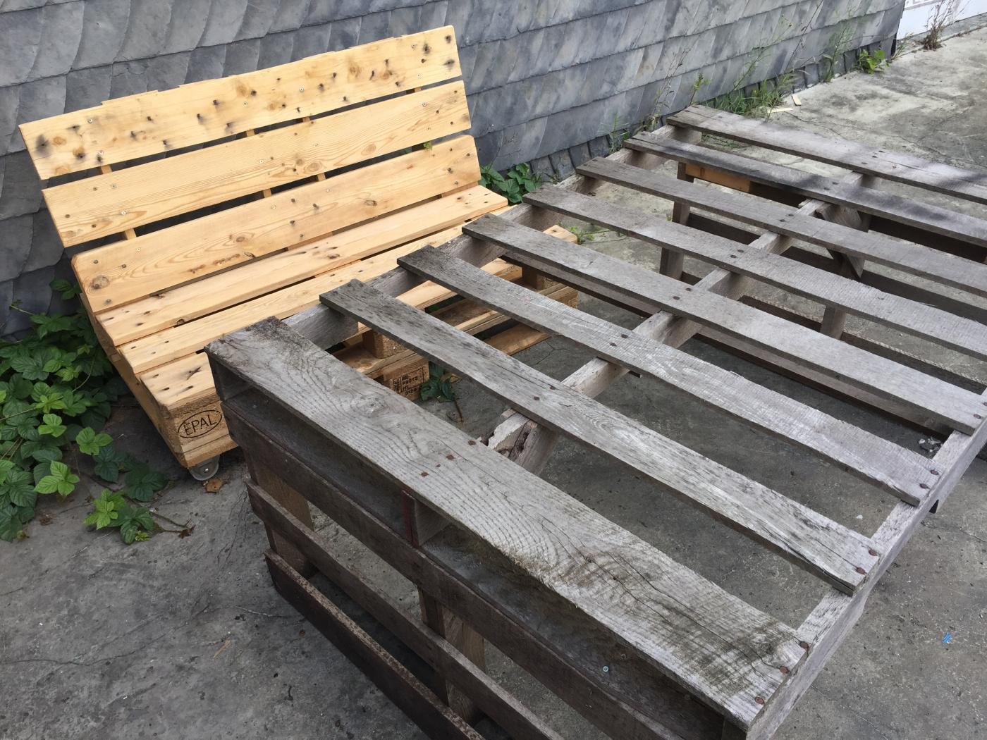 Full Size of Zaun Paletten Wetterfest Haltbarkeit Behandelt Regal Bett 140x200 Garten Aus Kaufen Regale Europaletten Wohnzimmer Zaun Paletten
