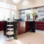 Fußbodenfliesen Küche Freistehenden Stahl Regal In Modernen Weien Kche Mit Dunklem Selber Planen U Form Aufbewahrung Einlegeböden Deckenlampe Wohnzimmer Fußbodenfliesen Küche