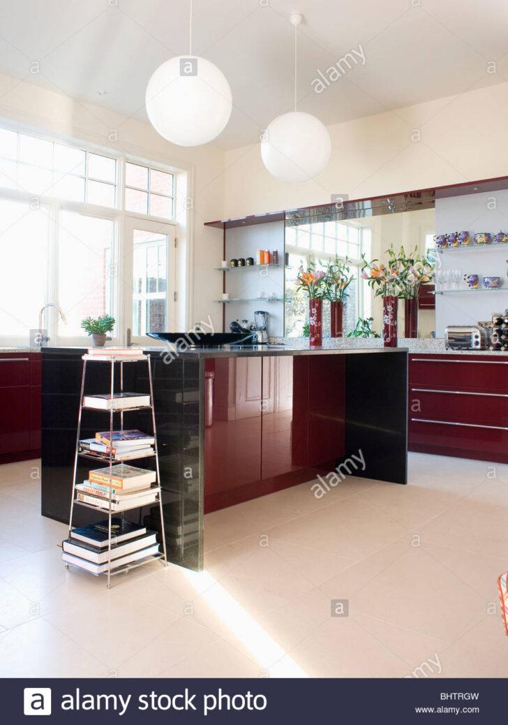 Medium Size of Fußbodenfliesen Küche Freistehenden Stahl Regal In Modernen Weien Kche Mit Dunklem Selber Planen U Form Aufbewahrung Einlegeböden Deckenlampe Wohnzimmer Fußbodenfliesen Küche