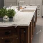 Spülbecken Küche Granit Marmor Kche Insel Mit Sple Und Zubehr Stockfoto Planen Kostenlos Rolladenschrank Lieferzeit Inselküche Abverkauf Griffe Theke Wohnzimmer Spülbecken Küche Granit