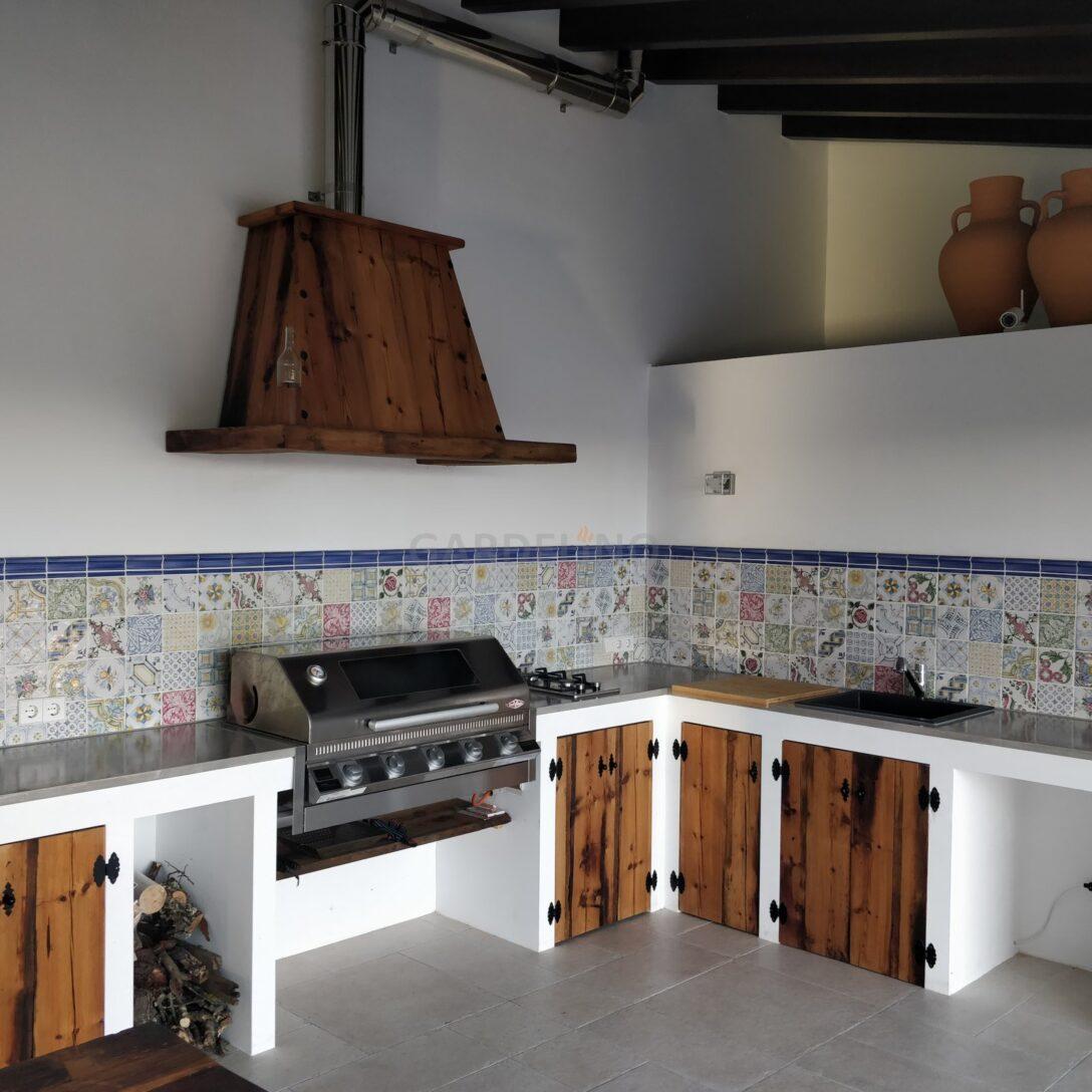 Large Size of Küchen Rustikal Outdoor Kche In Rusitkalem Design Mit Beefeater Regal Rustikaler Esstisch Rustikales Bett Holz Küche Wohnzimmer Küchen Rustikal