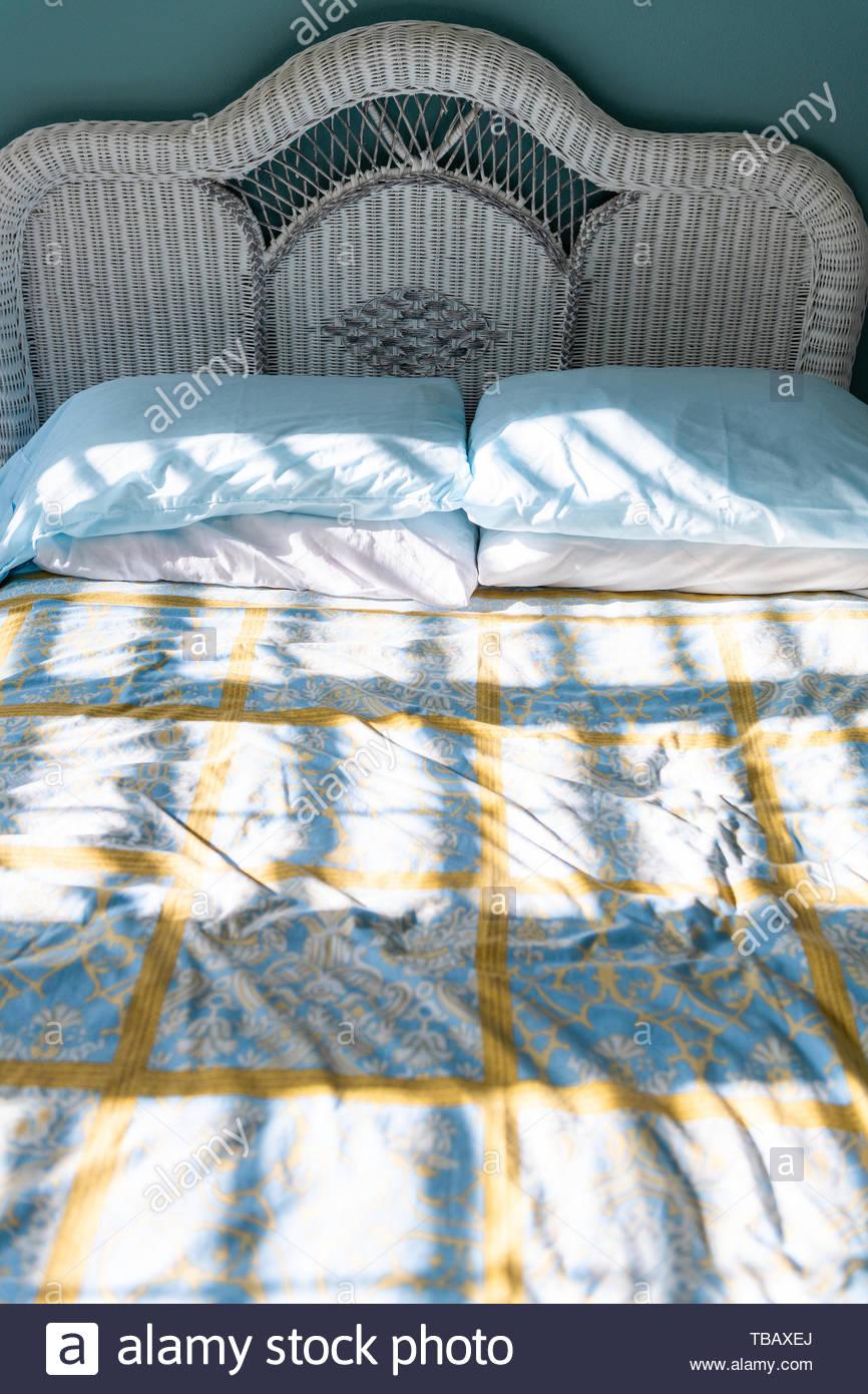 Full Size of Rattan Bett Vintage Nahaufnahme Des Neuen Sauberes Mit Daunendecke Wicker Box Spring Boxspring Betten Erhöhtes Ausziehbett 90x190 Lattenrost Weißes Breite Wohnzimmer Rattan Bett Vintage