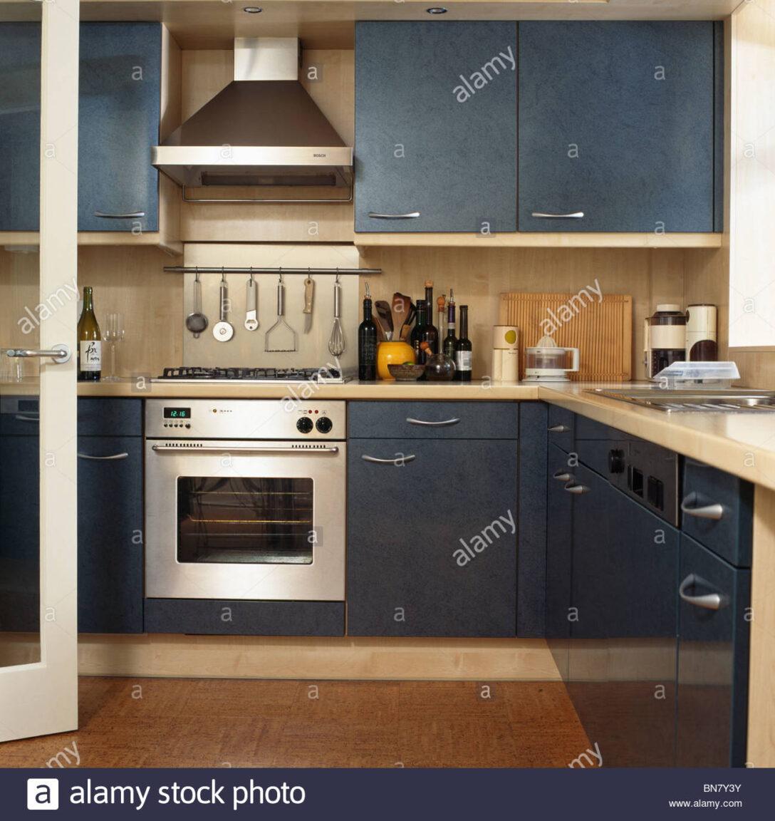 Large Size of Küche Blau Grau Dunstabzugshaube Ber Edelstahl Backofen Und Blaue Montierten Edelstahlküche Gebraucht Rustikal Blende Anrichte Regal Grifflose Led Panel Sofa Wohnzimmer Küche Blau Grau