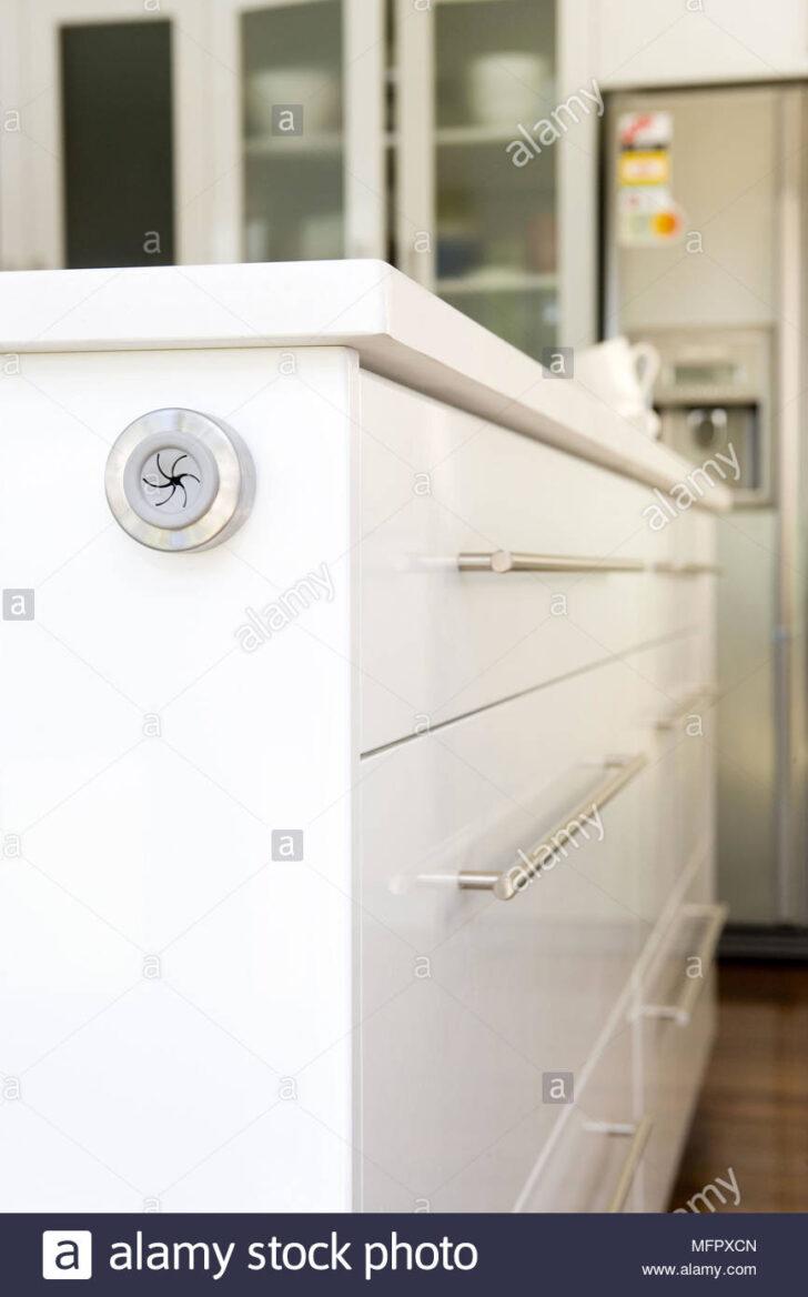 Medium Size of Küche Handtuchhalter An Der Seite Zentrale Insel Einheit In Industrie Gebrauchte Einbauküche Singleküche Mit E Geräten Armatur Kaufen Ikea Oberschrank Wohnzimmer Küche Handtuchhalter