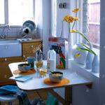 Klapptisch Fr Frhstck In Der Kleinen Kche Einstellen Stockfoto Led Panel Küche Bodenfliesen Spülbecken Modulküche Holz Schnittschutzhandschuhe Mit Wohnzimmer Küche Klapptisch
