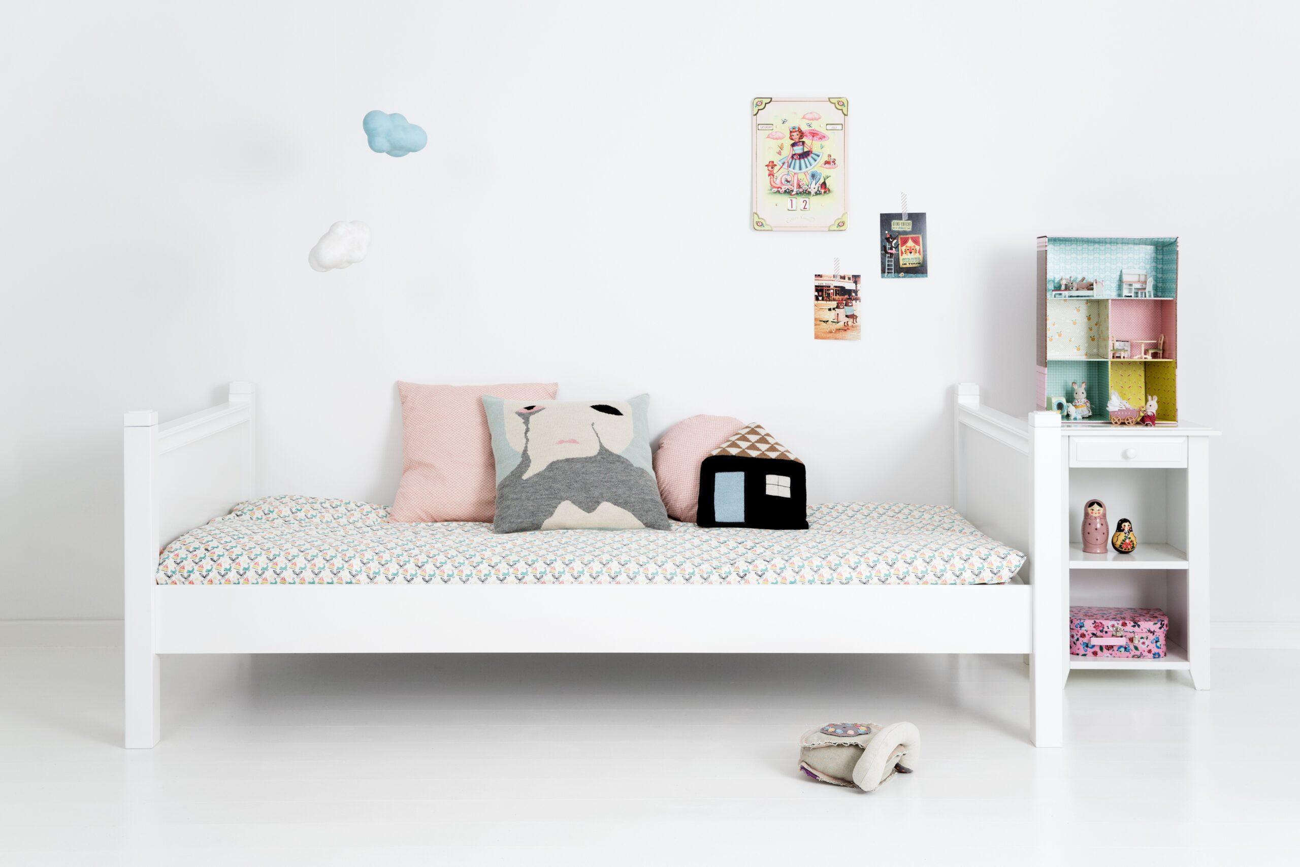 Full Size of Einzelbett Mit Knpfen 90 200 Cm Feng Shui Bett Minion Weiß 90x200 Rauch Betten Lifetime 1 40 Sonoma Eiche 140x200 Kinder Günstige Bette Starlet Kopfteil Wohnzimmer Bett 90x200 Kinder