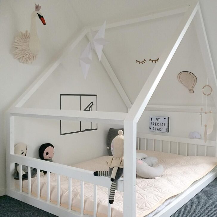 Medium Size of Bauanleitung Hausbett 90x200 Anleitung Bauplan 20 Inspiring Ideas For Childrens Bedrooms With Sloped Ceilings Bett Mit Lattenrost Schubladen Weiß Und Matratze Wohnzimmer Bauanleitung Hausbett 90x200