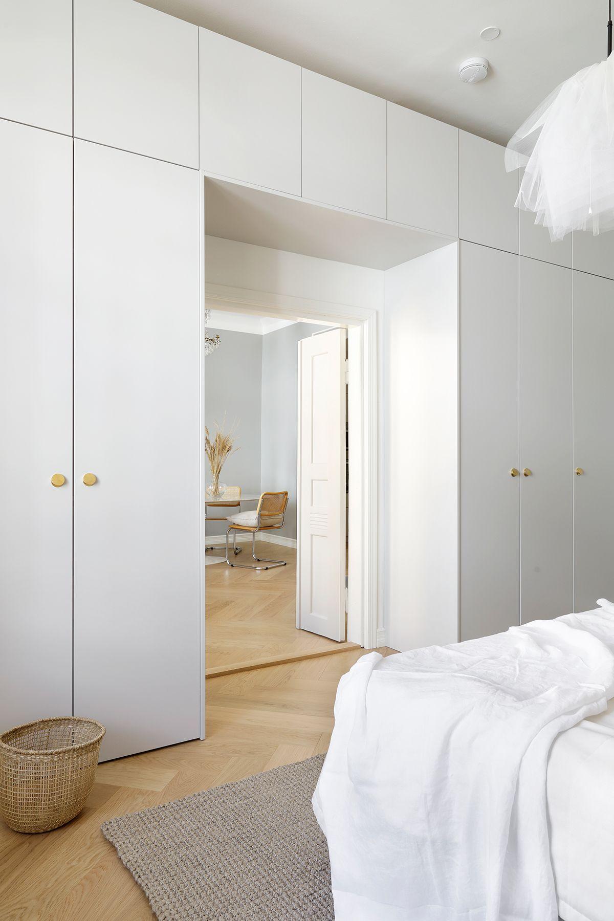 Full Size of Kleiderschrank Real This Bedroom Isnt Only A Stunner But Storage Wonder Regal Mit Wohnzimmer Kleiderschrank Real