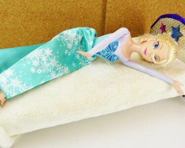 Holzbett Für Kinder Wohnzimmer Holzbett Für Kinder Frozen Eisknigin Bekommt Ein Neues Bett Barbie Selber Stuhl Schlafzimmer Deckenlampen Wohnzimmer Bad Griesbach Fürstenhof Regale