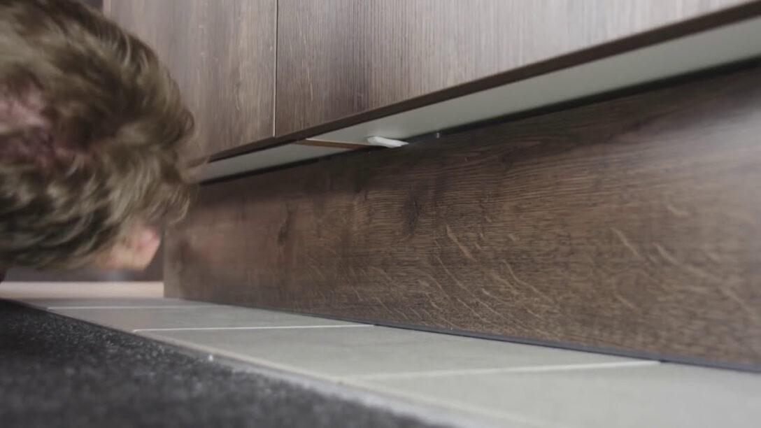 Large Size of Trendline Tipps Tricks Kchensockel Ausbauen Interliving Fototapete Küche Sitzbank Hängeschrank Höhe Sprüche Für Die Einrichten Günstig Mit Wohnzimmer Nolte Küche Blende Entfernen