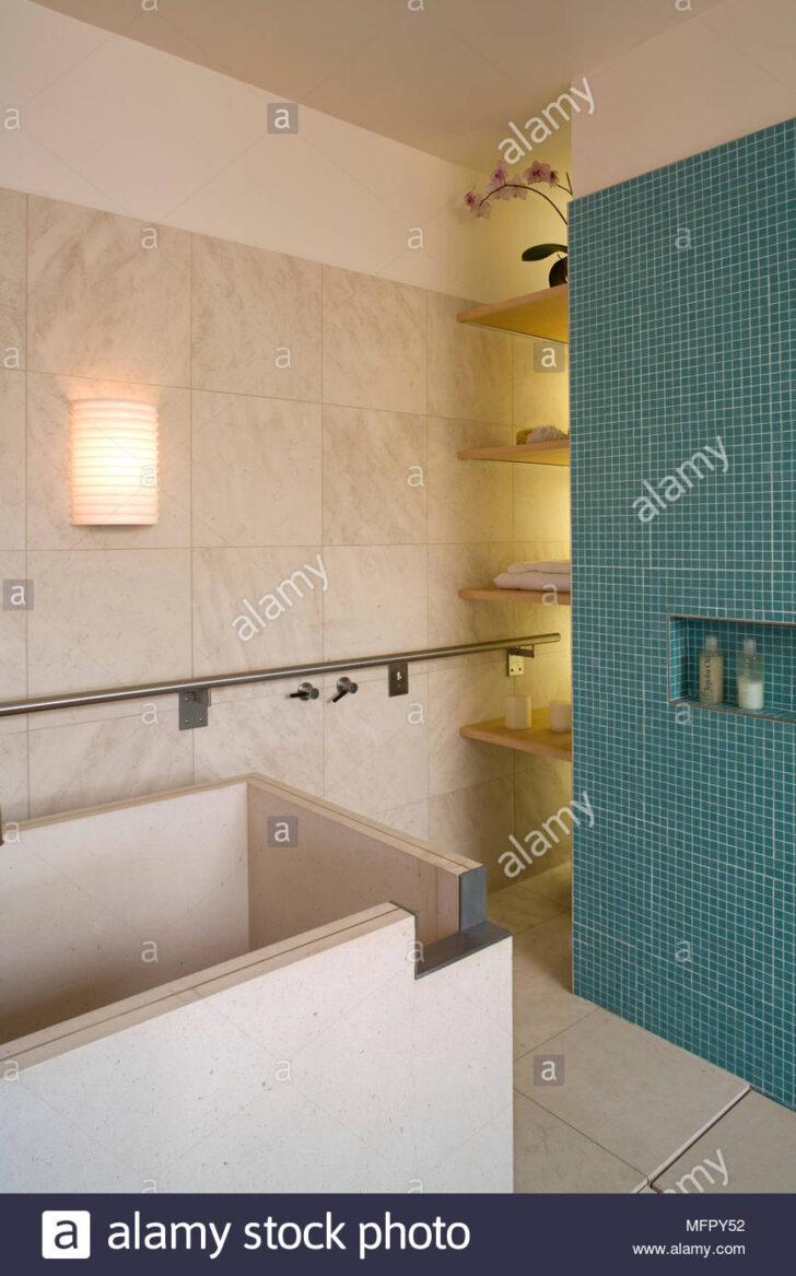Medium Size of Moderne Küchenfliesen Wand Freistehende Badewanne Im Modernen Badezimmer Mit Blauen Fliesen Modernes Sofa Bett Bad Wandleuchte Glastrennwand Dusche Bilder Wohnzimmer Moderne Küchenfliesen Wand