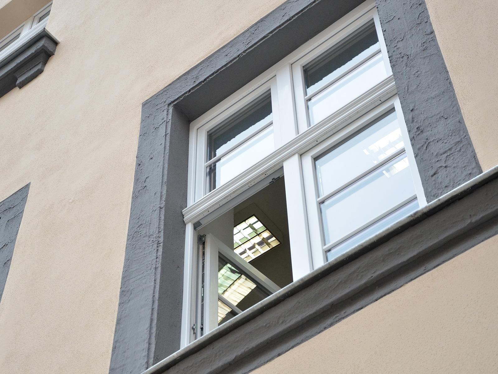 Full Size of Oliplast Fenster Bad Waschtisch Holz Jemako Wandlampe Alu Renovieren Kosten Rechner Sonnenschutz Salamander Hotel Nauheim Deckenlampe Wandleuchte Folie Hotels Wohnzimmer Veka Fenster Softline 70 Ad Erfahrungen