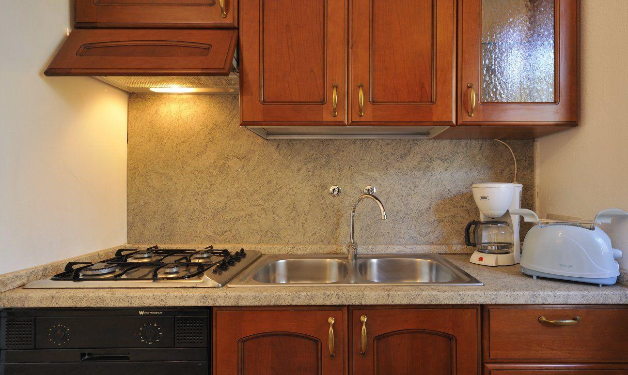 Full Size of Pino Küchenzeile Charmante Dachterrassenwohnung Bei Sardiniende Küche Pinolino Bett Wohnzimmer Pino Küchenzeile