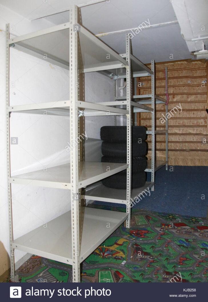 Medium Size of Regalsystem Keller Metall Ikea Regale Regalsysteme Regal Schwerlast Aus Im Stockfoto Kaufen Bett Weiß Für Wohnzimmer Regalsystem Keller Metall